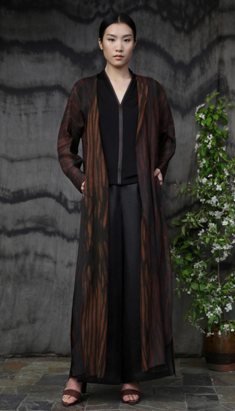 红芸纱铁锈处理手工染色长衫/真丝针织镶嵌皮边上衣/ 香云纱包裹式长裤/Red tea-silk iron rust natural-dyed wrap dress/ Silk jersey front with leather trim/ Tea-silk elastic wraparound pant.