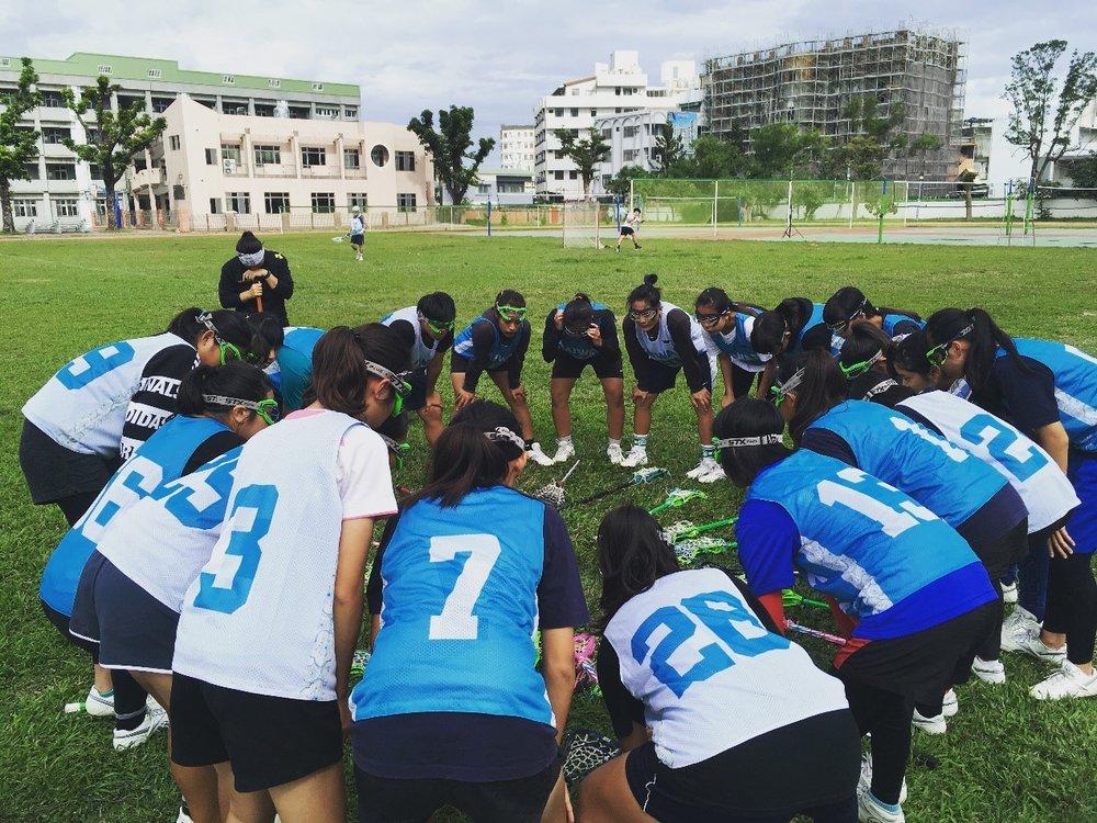 經過一整天體力與耐力的考驗,女孩們還是非常專注地聽教練的戰術指導。