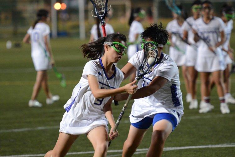 (上、下圖)女子U19代表隊在暖身、練習賽與正式賽都維持同樣讓人驚豔的熱忱與專注度。