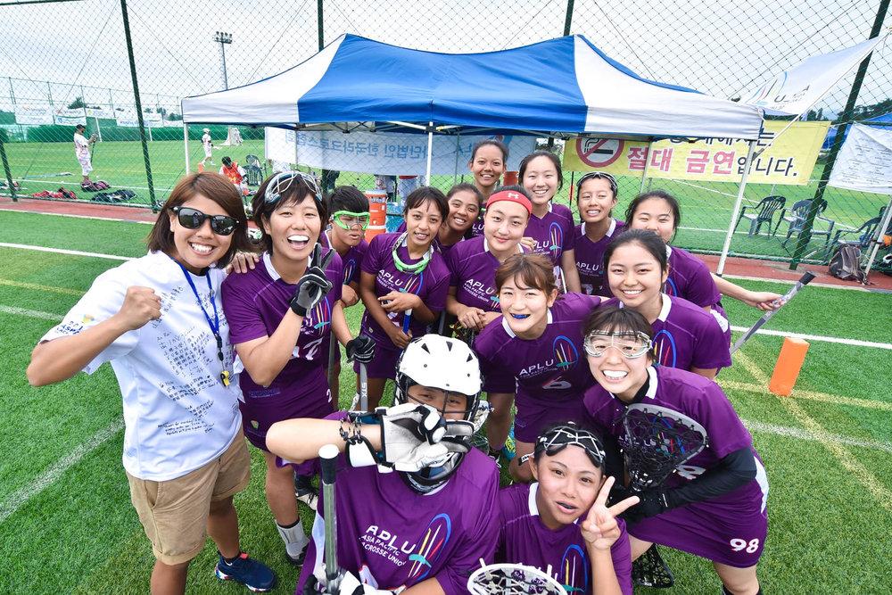 台灣代表隊球員與來自日本、韓國、新加坡、大陸的女孩們共組亞太聯隊,溝通方式成一大考驗,也讓練習時笑聲不斷。