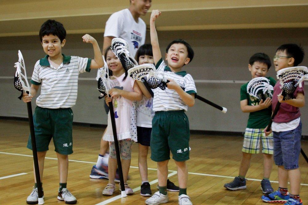 多數教練是初次接觸年紀這麼小的學員,孩子們的回應與笑靨都給予教練們偌大滿足。