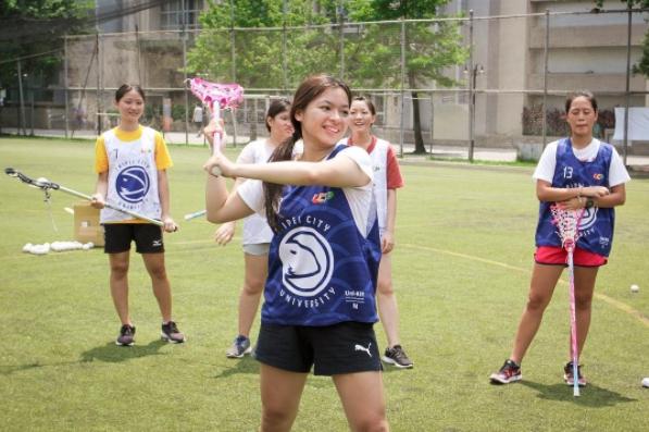 這次城科體驗營見到許多女孩的倩影,她們運傳球的姿勢以及勇於嘗試的精神完全不亞於男生。