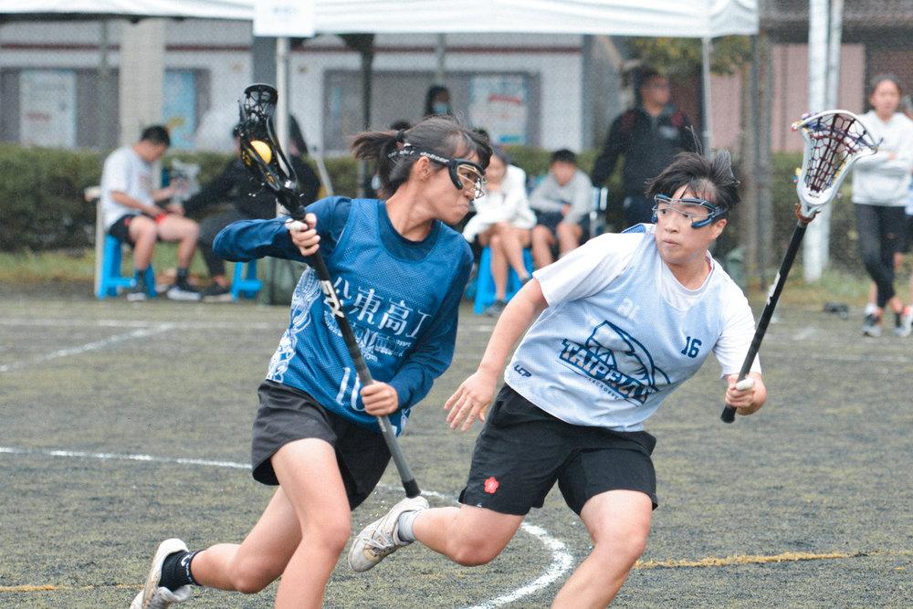 女子菁英組的戰況激烈,巾幗氣勢完全不輸男子隊伍。
