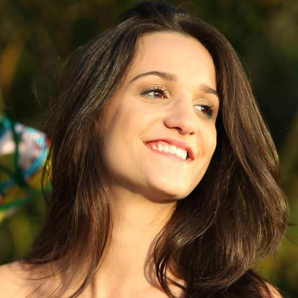 Alana Moraes 1.jpg