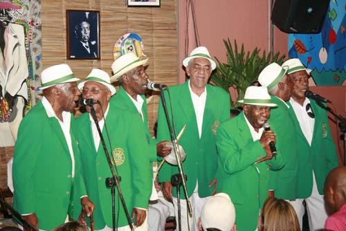 Velha Guarda da Escola de Samba Camisa Verde e Branco.jpg
