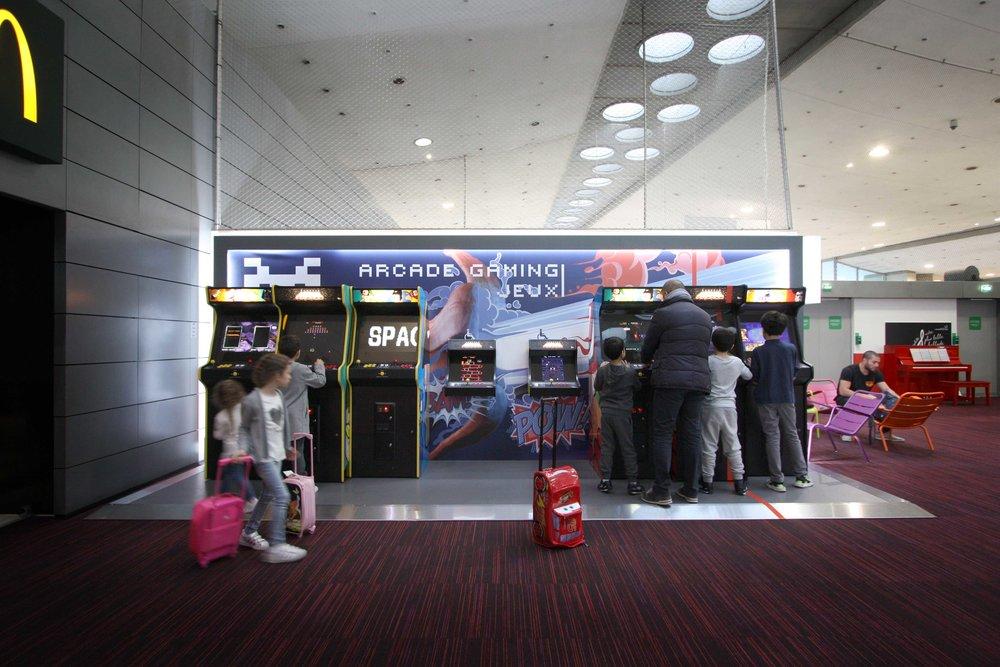espace-jeux-arcades-gaming-paris-aeroport-agence-narrative