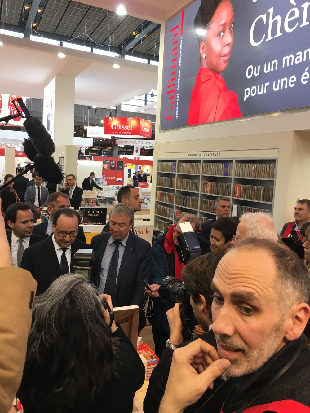 STAND EXPOSITION MADRIGALL LIVRE PARIS 2017 HOLLANDE 3.JPG