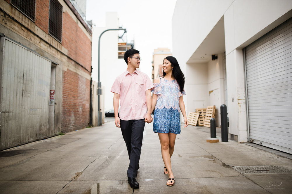 downtown-santa-monica-pier-and-beach-engagement-stanley-wu-photography-los-angeles-portrait-and-wedding-photographer-4.jpg