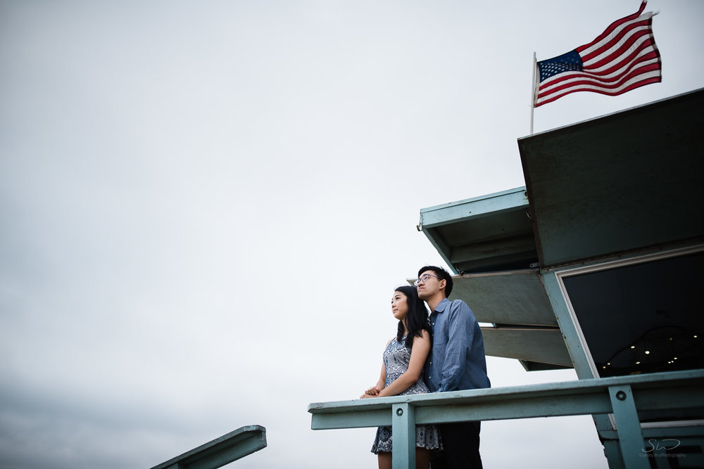 downtown-santa-monica-pier-and-beach-engagement-stanley-wu-photography-los-angeles-portrait-and-wedding-photographer-49.jpg
