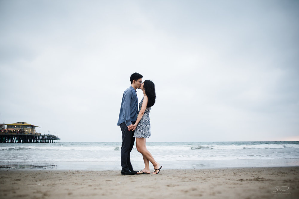 downtown-santa-monica-pier-and-beach-engagement-stanley-wu-photography-los-angeles-portrait-and-wedding-photographer-51.jpg