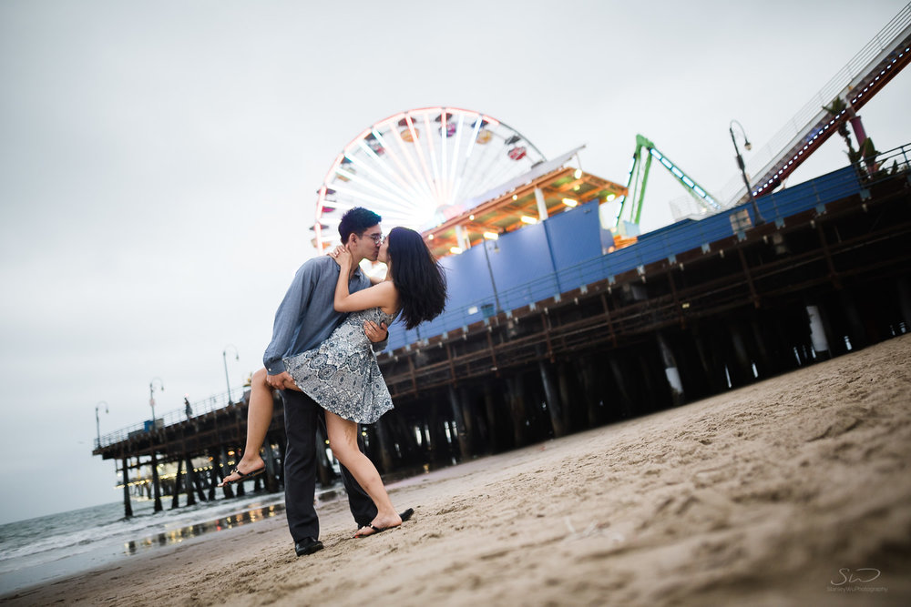 downtown-santa-monica-pier-and-beach-engagement-stanley-wu-photography-los-angeles-portrait-and-wedding-photographer-58.jpg