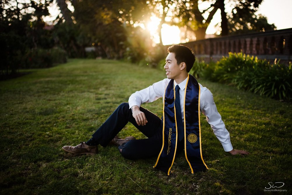 UC Berkeley senior sitting on grass at Rose Garden | Los Angeles Graduation and Senior Portrait Photographer