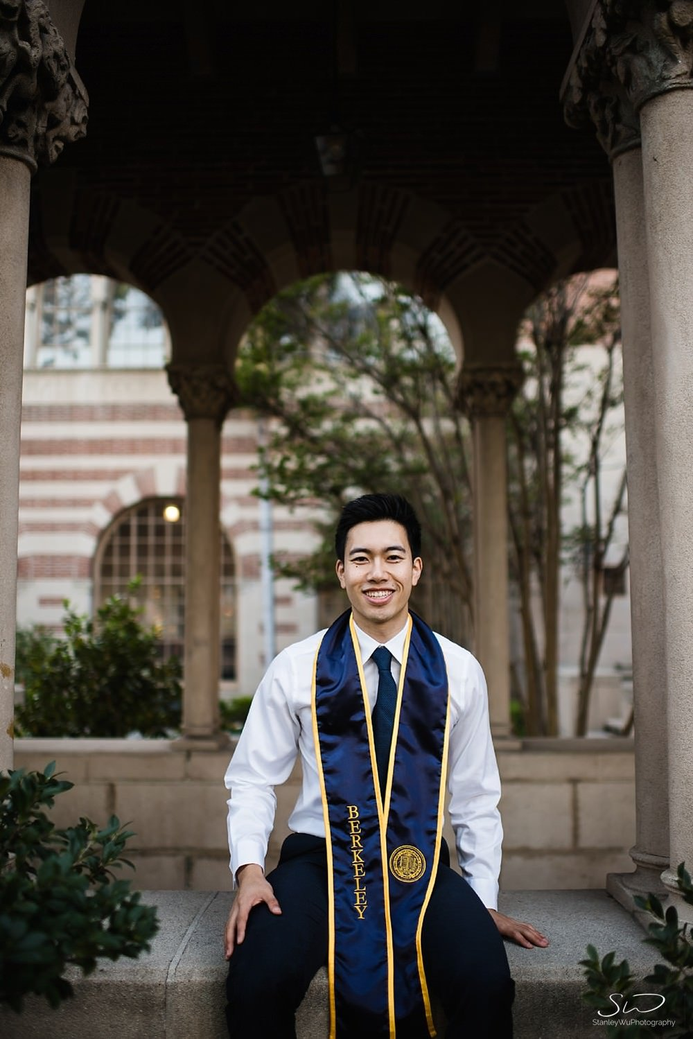 UC Berkeley senior sitting at Mudd Hall | Los Angeles Graduation and Senior Portrait Photographer