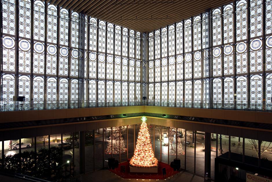 Mise+en+lumière+du+centre+commercial+Marunouchi+à+Tokyo+pendant+la+période+des+fêtes+de+Noël+-+2002+à+2006+-+Japon+1-1.jpg