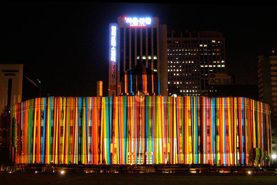 Séoul+Hi+Seoul+Festival+e-motion+-+1er+au+9+mai+2004,+projection+sur+la+façade+de+la+Mairie+de+Séoul+-+2004+-+Corée+du+Sud+1.jpg