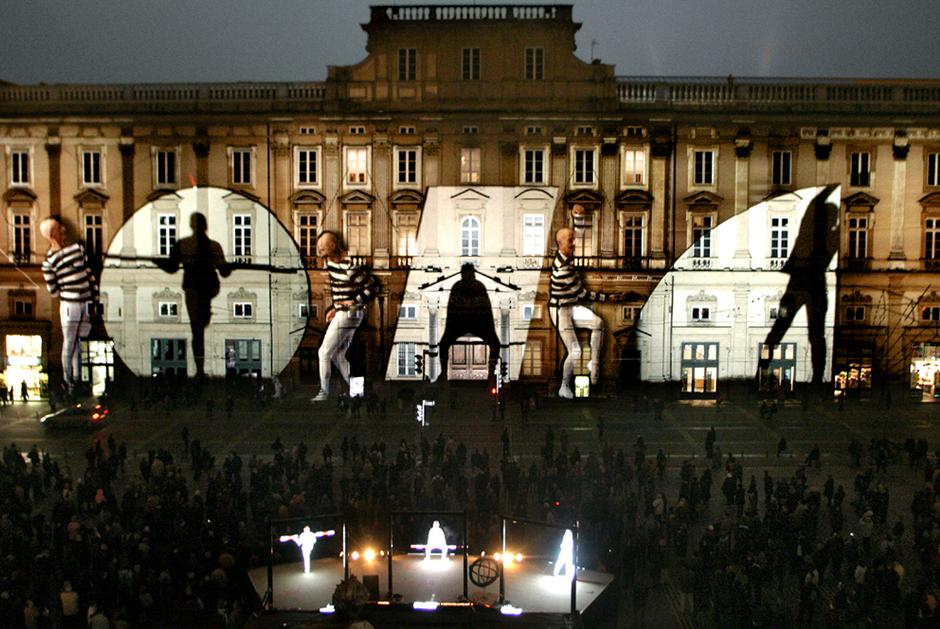 Fête+des+Lumières+-+%22Zône+d'ombres%22+-+Place+des+Terreaux+-+Lyon+-+2003+-+France+2.jpg
