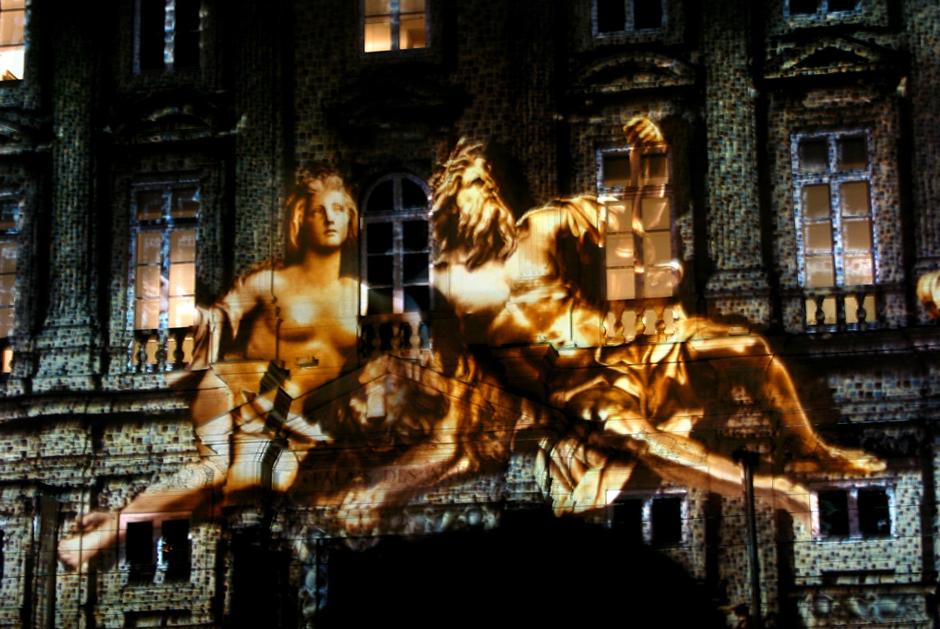 Fête+des+Lumières+-+%22Réflections%22+-+Place+des+Terreaux+-+Lyon+-+2002+-+France+4.jpg