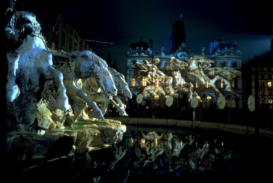 Fête+des+Lumières+-+%22Réflections%22+-+Place+des+Terreaux+-+Lyon+-+2002+-+France+6.jpg