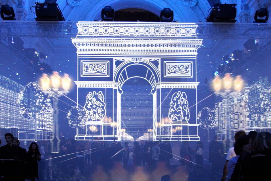 Louis+Vuitton+-+Soirée+de+lancement+du+Concept-Store+des+Champs+Elysées+-+Petit+Palais+-+2005+-+France+2.jpg
