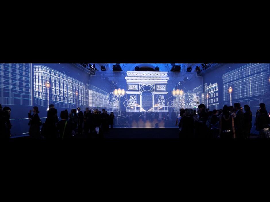 Louis+Vuitton+-+Soirée+de+lancement+du+Concept-Store+des+Champs+Elysées+-+Petit+Palais+-+2005+-+France+5.jpg
