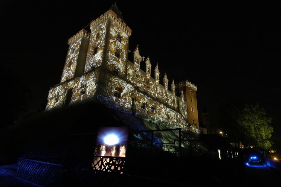 La+Lune+avec+les+dents+-+Château+de+Pau+-+Depuis+2010+–+France+1-1.jpg