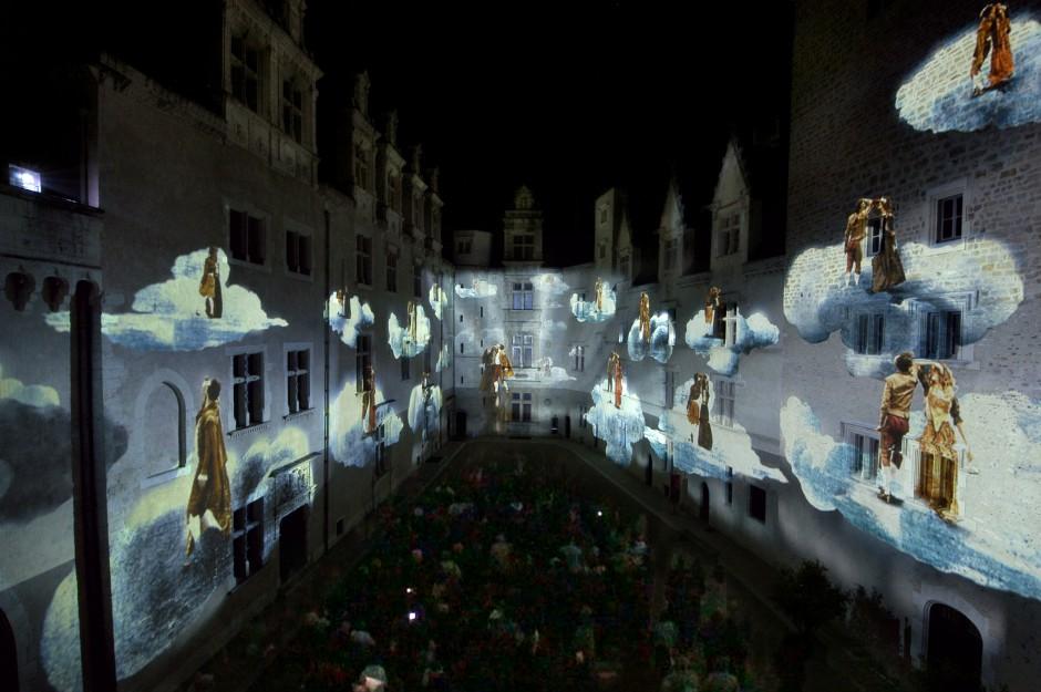 La+Lune+avec+les+dents+-+Château+de+Pau+-+Depuis+2010+–+France+4.jpg