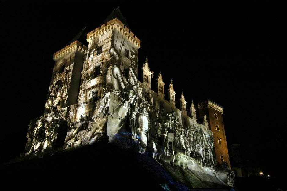 La+Lune+avec+les+dents+-+Château+de+Pau+-+Depuis+2010+–+France+3.jpg