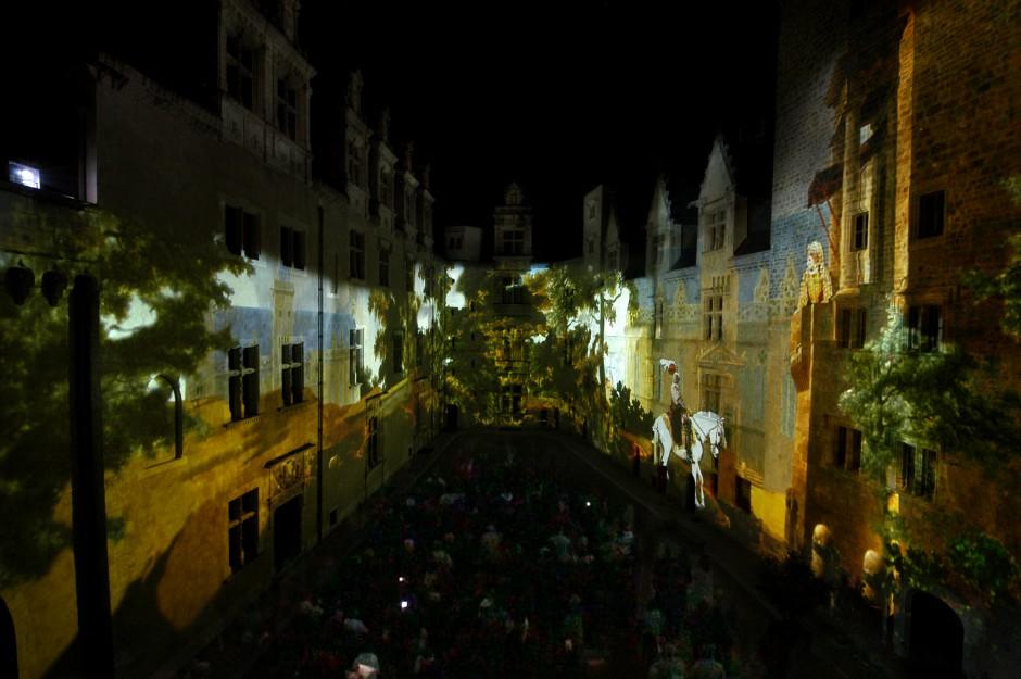 La+Lune+avec+les+dents+-+Château+de+Pau+-+Depuis+2010+–+France+5.jpg