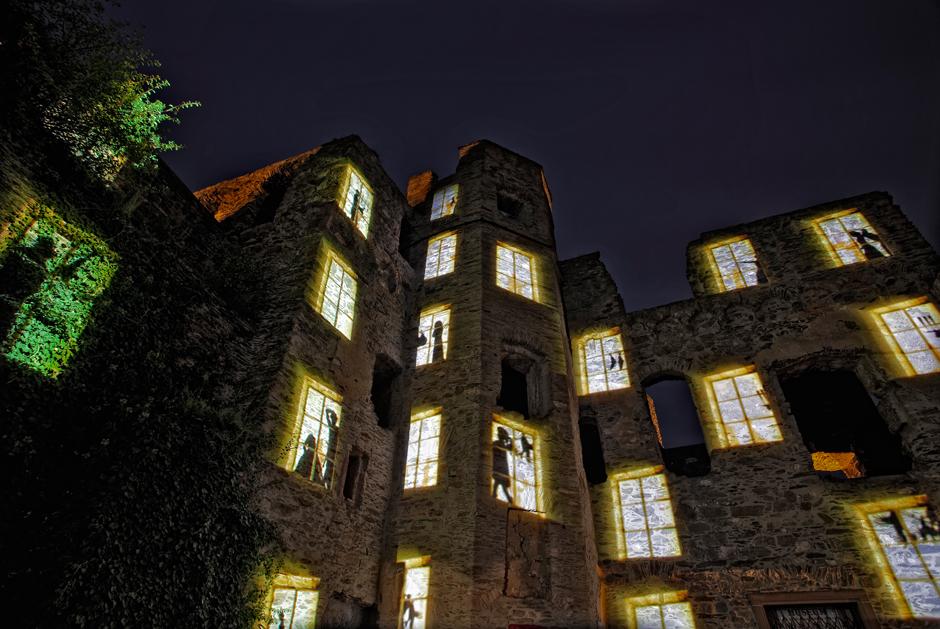 Rheinfels+-+Projection+sur+les+ruines+du+château+fort+-+2009+-+Allemagne+4-1.jpg