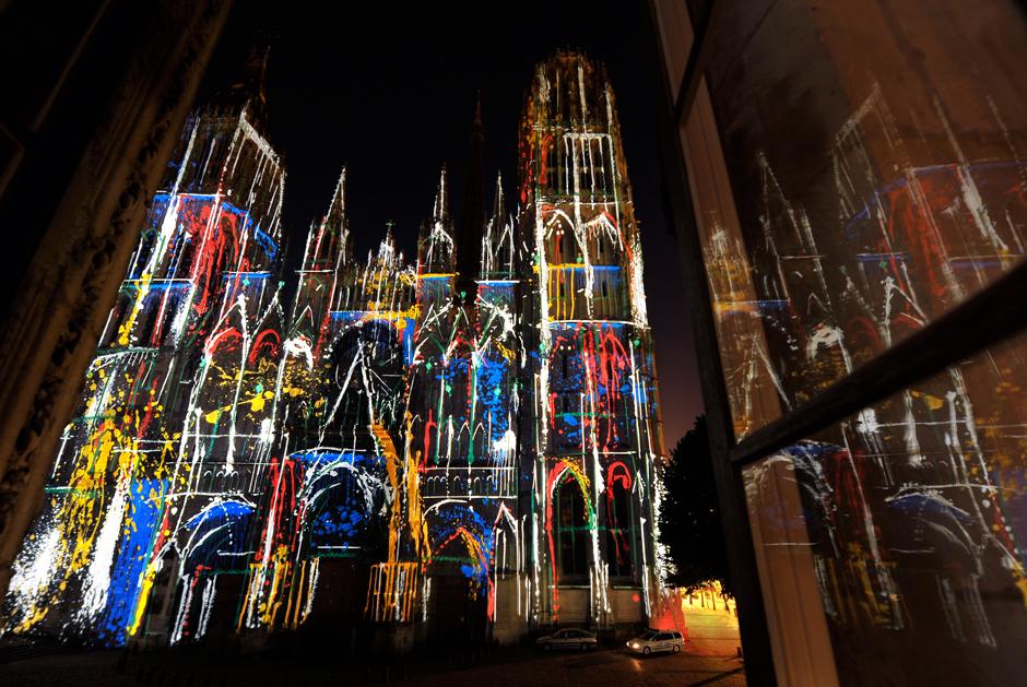 Rouen+Nuits+Impressionnistes+-+Zône+Sensible+-+Cathédrale+Notre-Dame+–+2009+–+France+2.jpg