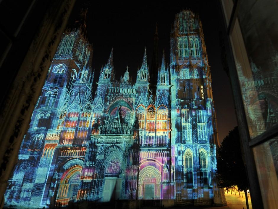 Rouen+Nuits+Impressionnistes+-+Zône+Sensible+-+Cathédrale+Notre-Dame+–+2009+–+France+7.jpg