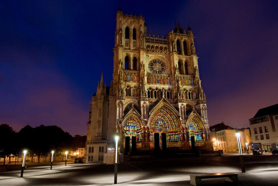 La+Cathédrale+en+Couleurs+-+Amiens+-+depuis+1999+-+France+1.jpg