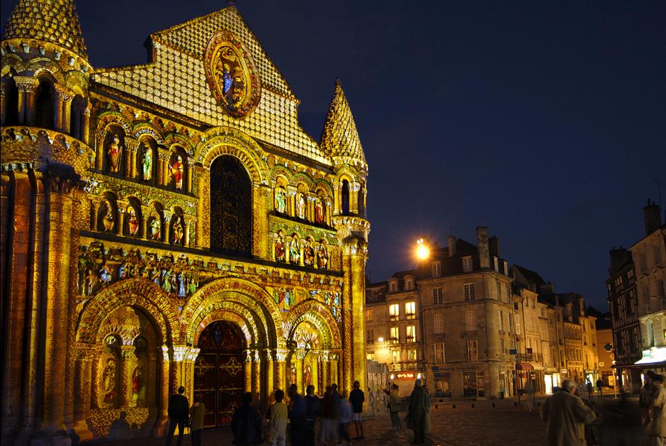 Polychromies+-+Poitiers+-+Notre-Dame-la-Grande+-+depuis+1995+-+France+2.jpg