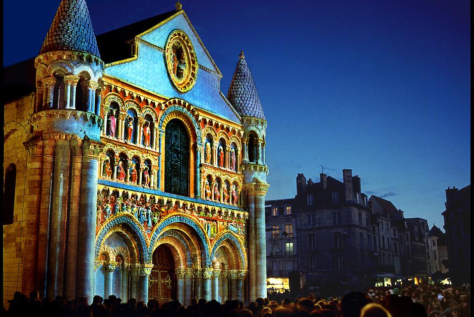 Polychromies+-+Poitiers+-+Notre-Dame-la-Grande+-+depuis+1995+-+France+1.jpg