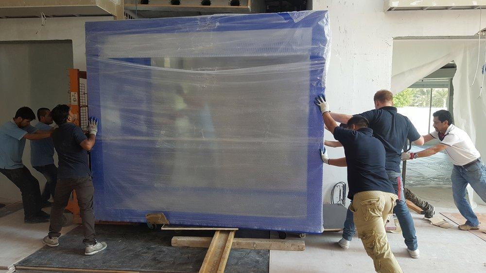 制造和安装   Redfin有一批技术精湛和经验丰富的水族馆技术人员,他们在英国,迪拜,香港和澳门等全球各地安装了水族箱。