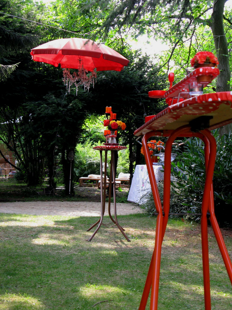 Trouwfeest receptietafels + parasol luster