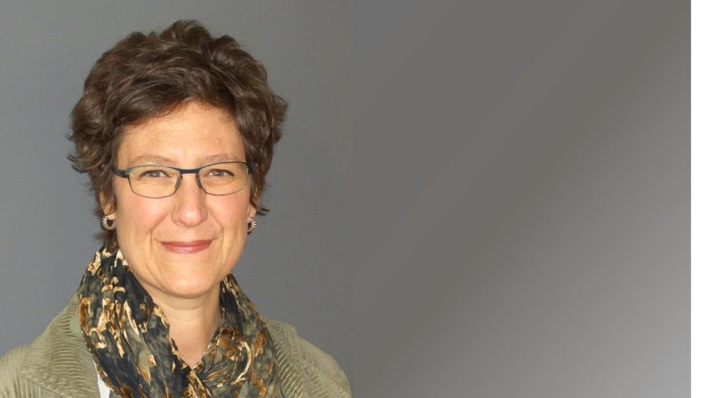 Pascale Meyer lic.jur. Studium juristische Fakultät Uni Zürich. Ausbildung in systemischer Organisationsberatung. Arbeitet heute als Studienleiterin und Dozentin an der ZAHW, Departement Soziale Arbeit und selbständig in der Organisationsentwicklung.