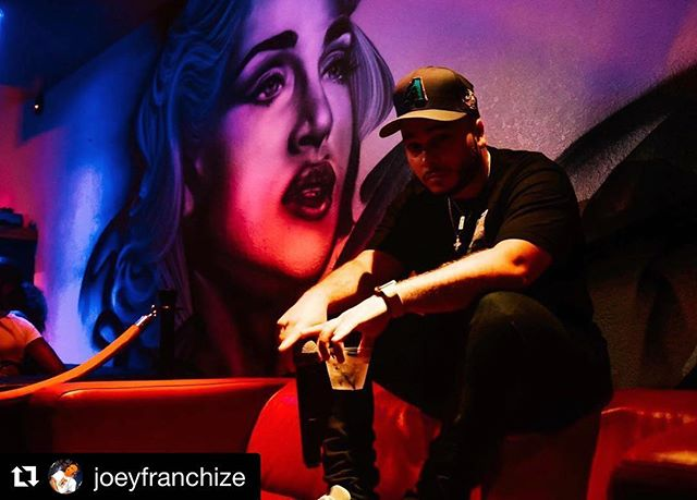 Follow the homie @joeyfranchize #madonna #mural #streetart #portraitart #tampaartist #tampaart  #room1701 ・・・ I play the back and fade to black, and then devise a plan...