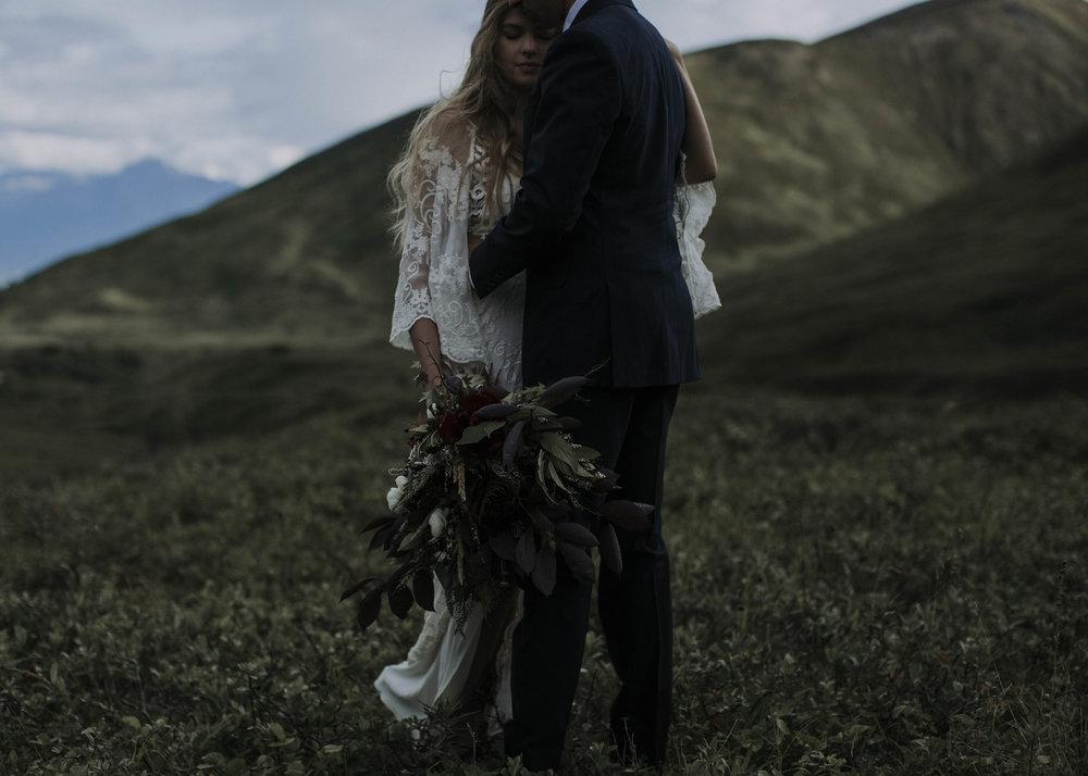 ariel-lynn-alaska-elopement-mountain-inspiration-20.jpg