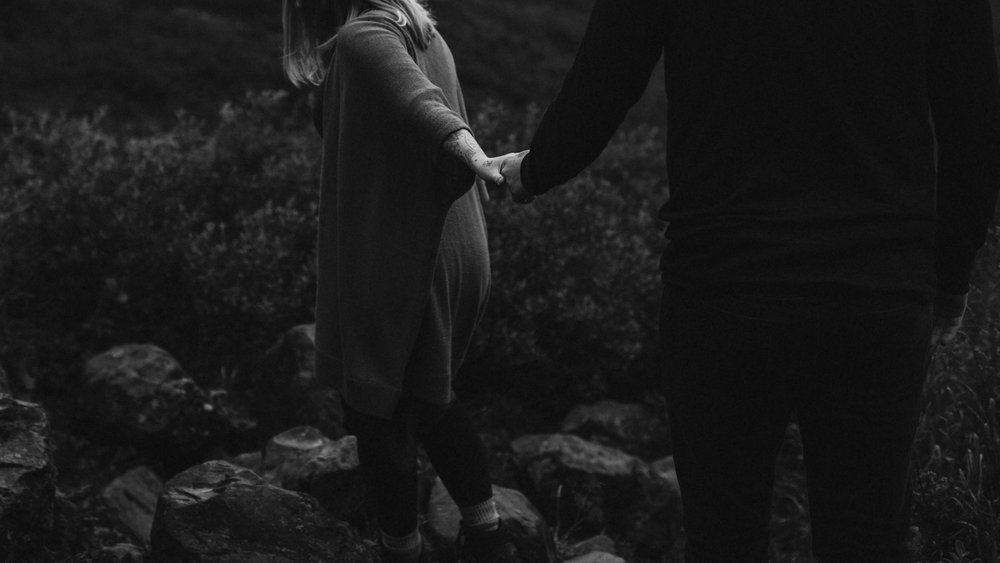 ariel-lynn-alaskan-mountain-couples-session-7.jpg