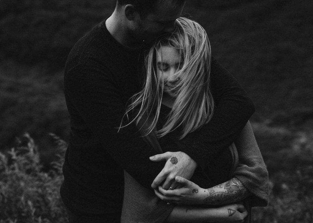ariel-lynn-alaskan-mountain-couples-session-5.jpg