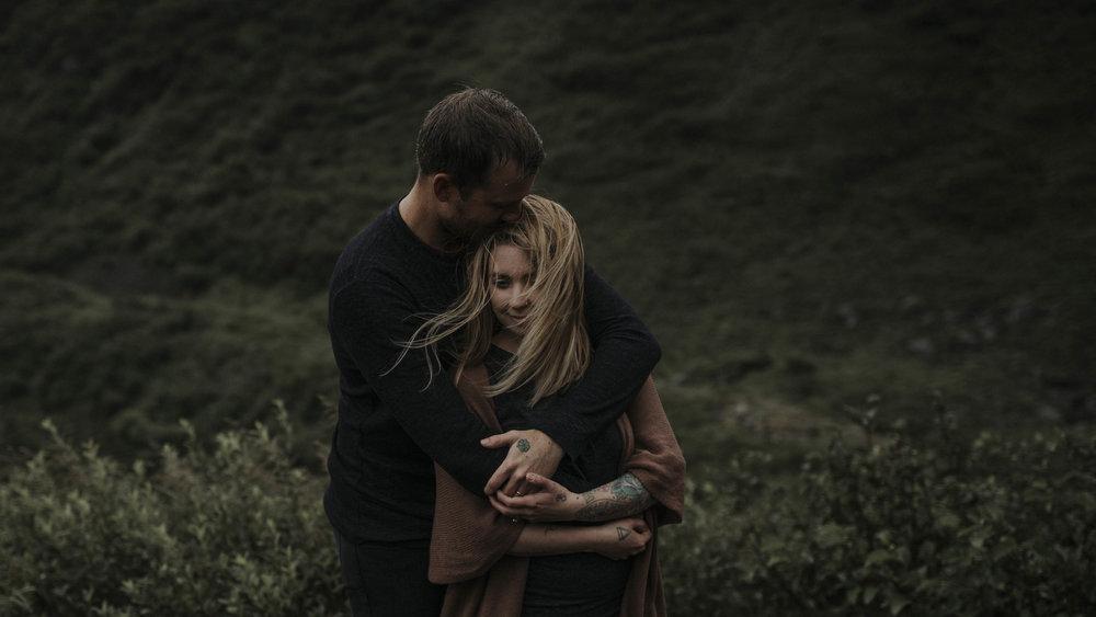 ariel-lynn-alaskan-mountain-couples-session-4.jpg