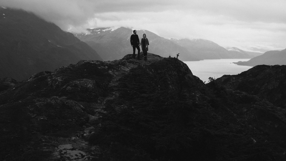 ariel-lynn-alaskan-mountain-couples-session-14.jpg