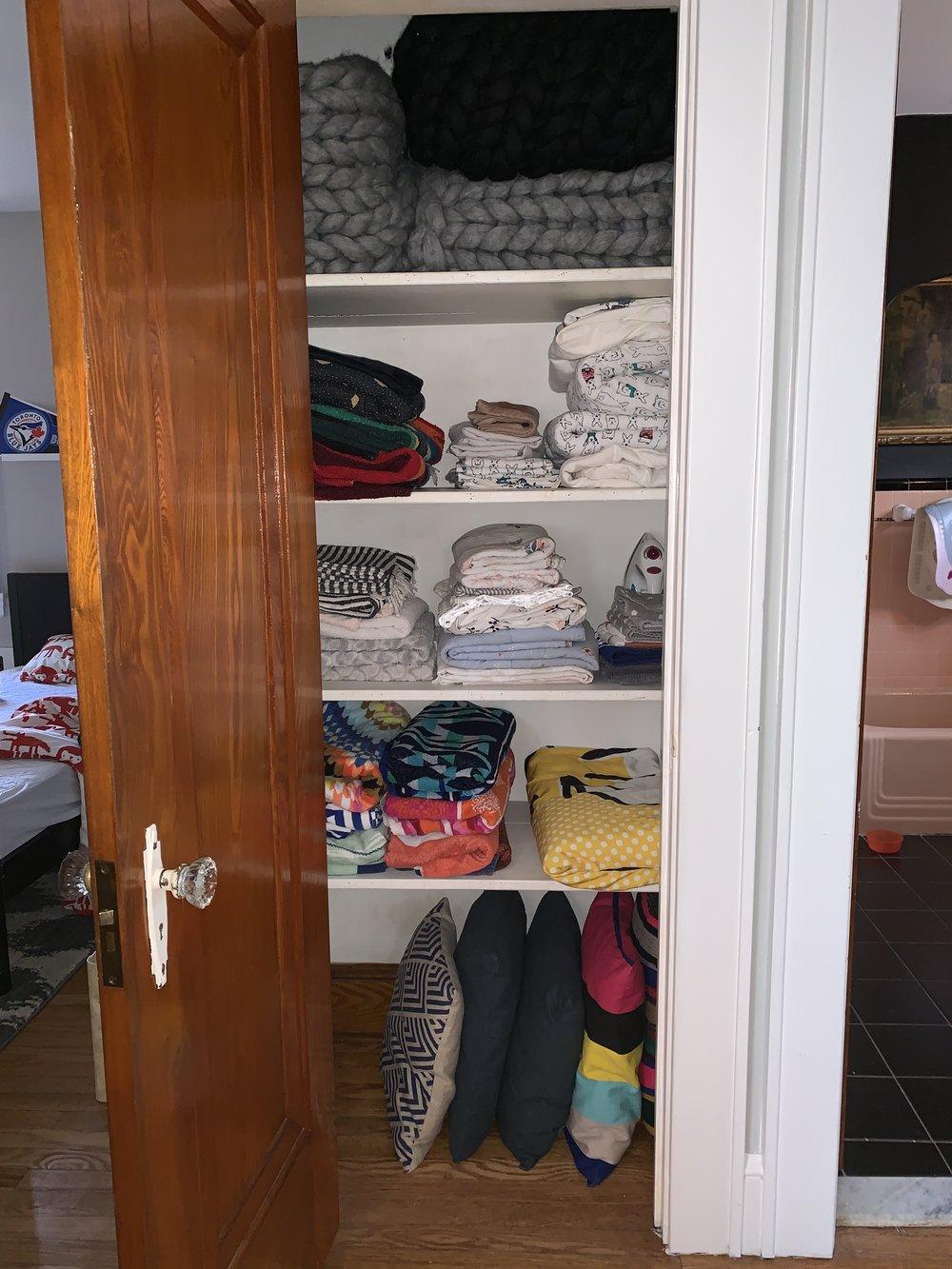 A tidy hall closet #becomingaminimalist