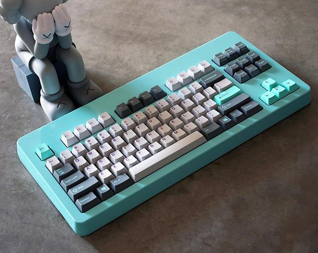 Realforce 55g TKL in Retro Refrigerator Norbauer Case with Novatouch Sliders . Hyperfuse Origins designed by @ctrlalt.io and sold by @originativeco Case designed by @norbauer