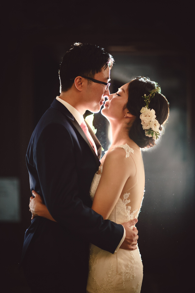 first-kiss-nyc-wedding