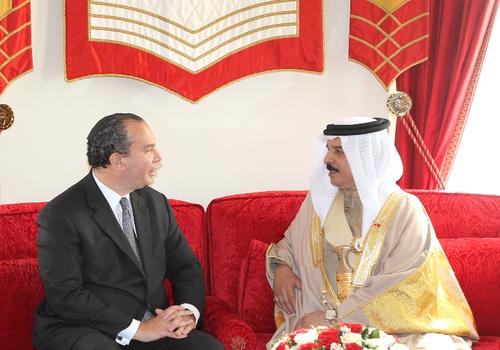 FFEU President Rabbi Marc Schneier (L) and His Majesty King Hamad Bin Isa Al Khalifa, King Of Bahrain (R).