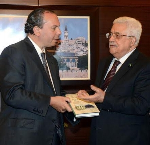 FFEU President Rabbi Marc Schneier (L) presenting his book, Sons of Abraham to Palestinian President Mahmoud Abbas (R). 2014