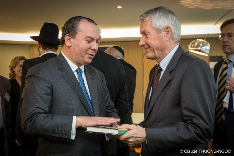 FFEU President Rabbi Marc Schneier (L) gives Council of Europe Secretary General Thorbjorn Jagland (R) a copy of Sons of Abraham. 2013