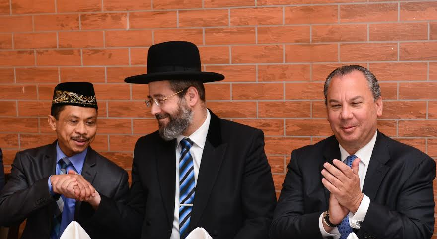 L-R: Imam Shamsi Ali, Israel's Chief of Rabbi David Lau and FFEU President Rabbi Marc Schneier.